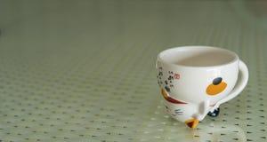 托起日本茶 免版税库存图片