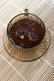 托起瓷茶 免版税图库摄影