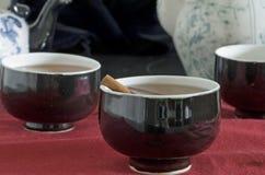 托起茶三 免版税库存照片