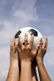 托起足球赢利地区 库存照片