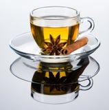 托起香料茶 免版税库存图片