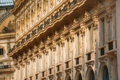 维托里奥埃马努埃莱II购物的画廊墙壁在米兰,意大利 图库摄影