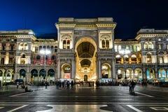 维托里奥Emanuele II画廊在晚上在米兰,意大利 免版税图库摄影