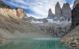 托里斯山在著名智利国家公园托里斯del潘恩 免版税图库摄影