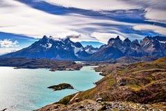 托里斯del派内县山和湖 库存图片