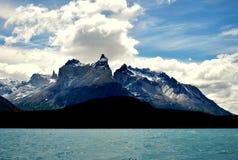 托里斯del潘恩湖和山  库存照片