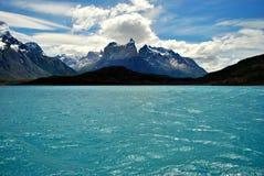 托里斯del潘恩湖和山  免版税图库摄影