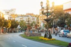 托雷莫利诺斯角,西班牙- 2014年2月13日:一条典型的路街道w 免版税库存照片