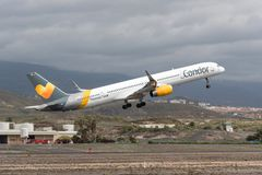 托马斯厨师神鹰波音757 -离开从特内里费岛的300 免版税库存照片