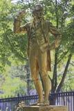 托马斯・潘恩一个金隐蔽的雕象在沿大道Jourdan的Parc Montsouris被找到在第14 arr ;inscriptio 库存图片