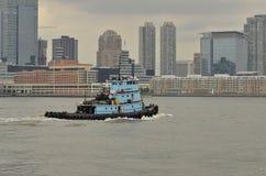 托马斯D Witte拖轮;山坡, NYC的城堡的主楼海军陆战队员 免版税图库摄影