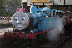 托马斯Llangollen蒸汽铁路的煤水柜机车和朋友 免版税库存图片