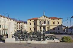 维托廖韦内托:第一次世界大战的市政厅和纪念碑 免版税库存照片