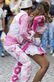 执行为萨尔塔,阿根廷狂欢节开头的舞蹈家  库存图片