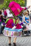 执行为萨尔塔,阿根廷狂欢节开头的舞蹈家  库存照片