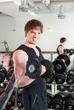执行体操人体育运动的杠铃 免版税库存照片