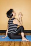 执行体操女子瑜伽 免版税库存照片