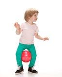 执行体操的小女孩 库存图片