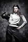 执行体育运动严格的妇女年轻人 库存照片