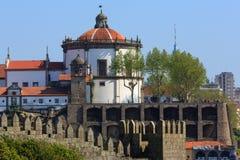 执行修道院毛发的葡萄牙serra 免版税库存图片