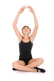 执行做瑜伽年轻人的女孩 免版税库存照片