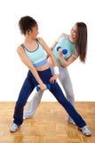执行健身女孩新二个的重量 库存照片