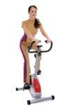 执行健身妇女的有吸引力的自行车 库存照片