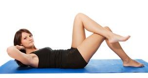 执行健身席子妇女的咬嚼新 库存图片