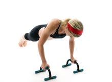 执行健身的棒增加妇女 免版税库存图片