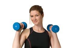 执行健身w举重妇女的dumbells 免版税库存图片