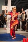 执行在位2014年,国际旅游业交换的印地安舞蹈家在米兰,意大利 免版税图库摄影