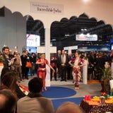 执行在位2014年,国际旅游业交换的印地安舞蹈家在米兰,意大利 库存图片