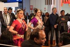 执行在位2014年,国际旅游业交换的印地安舞蹈家在米兰,意大利 免版税库存照片