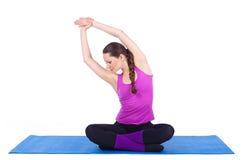 执行在体操方面的健康少妇 库存照片