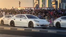 执行在卡塔尔国庆节游行多哈,卡塔尔的军用和民用车 图库摄影