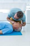 执行在患者的医务人员复活 库存照片
