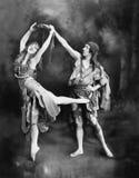 执行在服装的男性和女性跳芭蕾舞者(所有人被描述不更长生存,并且庄园不存在 供应商w 免版税图库摄影