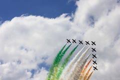 执行在荷兰皇家空军营业日的飞机 免版税库存照片
