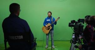 执行在试演的吉他弹奏者 股票视频