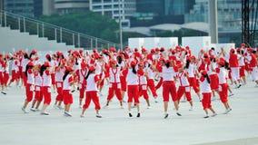执行在阶段的学生在国庆节游行(NDP)排练期间2013年 免版税图库摄影