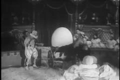 执行在马戏节目期间的小丑 影视素材