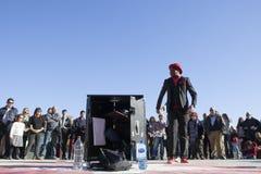 执行在Retiro公园,马德里的魔术师 库存照片