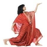 执行女子瑜伽的成人 免版税图库摄影
