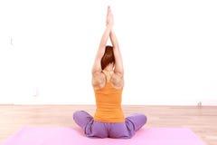 执行女子瑜伽 库存图片