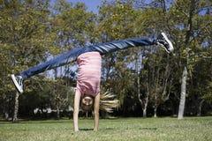 执行女孩体操非离子活性剂 免版税库存照片