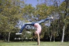 执行女孩体操非离子活性剂 库存照片