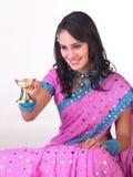 执行女孩印地安人祷告 库存照片