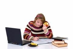执行女孩家庭作业学员少年 免版税库存照片