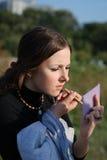 执行女孩构成年轻人 免版税图库摄影