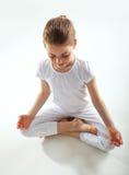 执行女孩瑜伽年轻人 库存照片